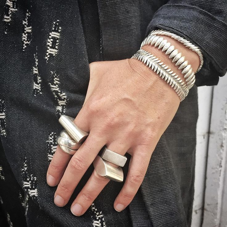 New @jillplatner bracelets… And chunky vintage rings. When it comes to silver, we think more is more.