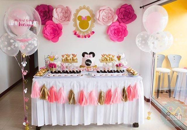 Este es el resultado de lo que nuestro equipo elaboró para el primer cumpleaños de Luciana. Una hermosa mesa de dulces con detalles llenos de creatividad y toques únicos hechos y diseñados pensando en cada uno de nuestros clientes.  #MesasDeDulces #MinnieMouse #CandyBar #FiestasTematicas #Minniecake #Pink #Golden #Catchmyparty