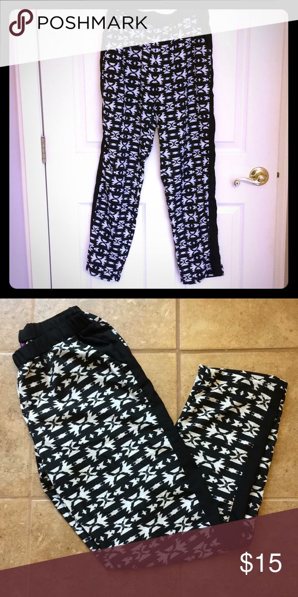 Loose Aztec print pants Loose, flowing Aztec print pants in black and white with solid black strip down the sides. Has (real) pockets. No tags but never worn! Didn't match my style lol! Ali & Kris Pants Straight Leg