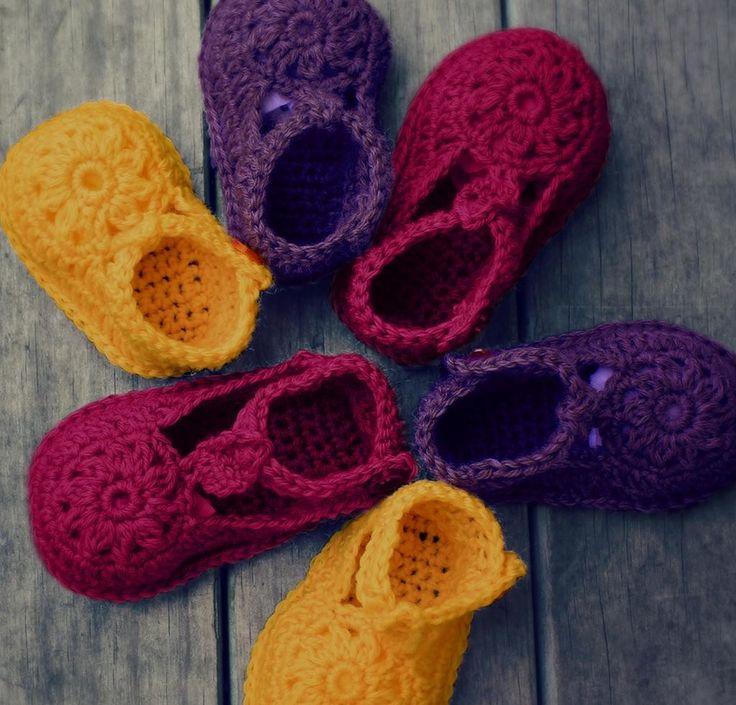 Flower Motif Shoes Kit http://crocheting.myfavoritecraft.org/flower-motif-shoes-kit/