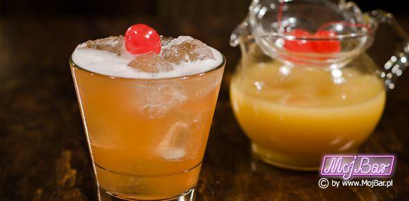 ALGONQUIN Bardzo aromatyczny:  american bourbon whiskey - 40ml, wermut wytrawny - 20ml , ananasowy sok - 20ml, peychauds bitter - 2dash  Przepisy na drinki znajdziesz na: http://mojbar.pl/przepisy.htm