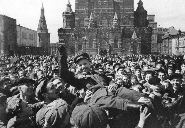 Самый первый День Победы 9 мая 1945 года. Москва, Красная площадь ...
