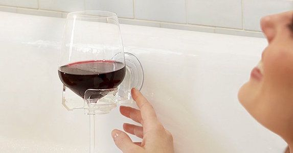 Wine-glass-holder-bathtub