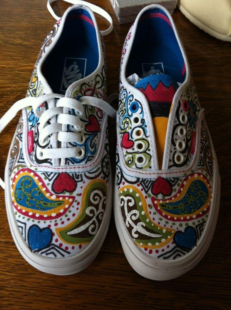 60 Creative Painted Vans Shoes Ideas Nona Gaya Painted Shoes Diy Painted Sneakers Sharpie Shoes