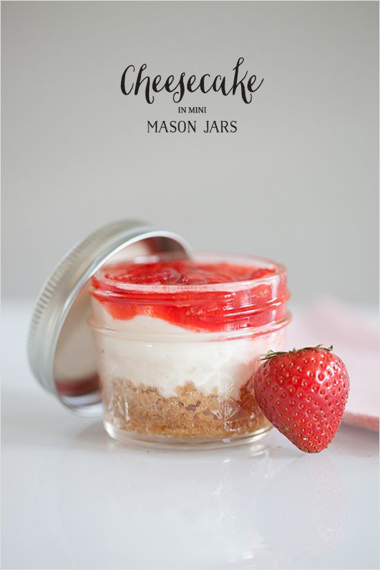 Cheesecake in Mini Mason Jars favors