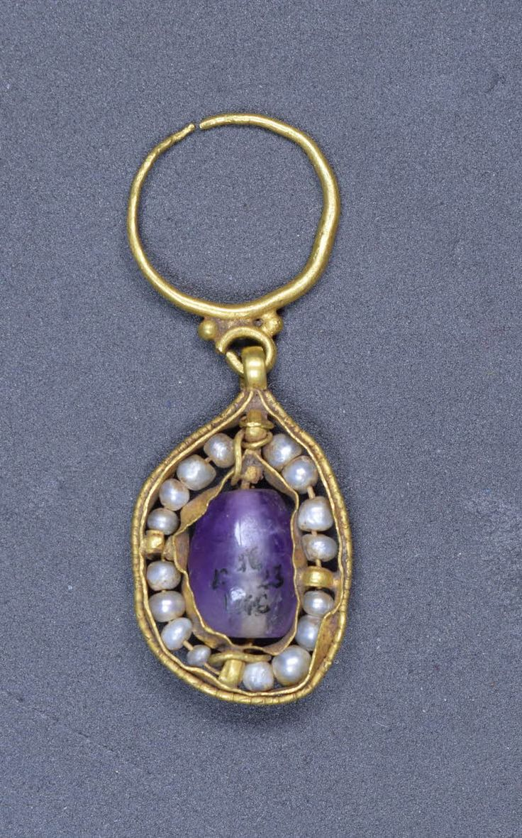 .Earring; gold; with pearl and amethyst. Culture/periodEarly Byzantine term details Date6thC-7thC FindspotFound/Acquired: Tharros(Europe,Italy,Sardinia,Oristano (province),Tharros) Materialspearlgold term detailsamethys