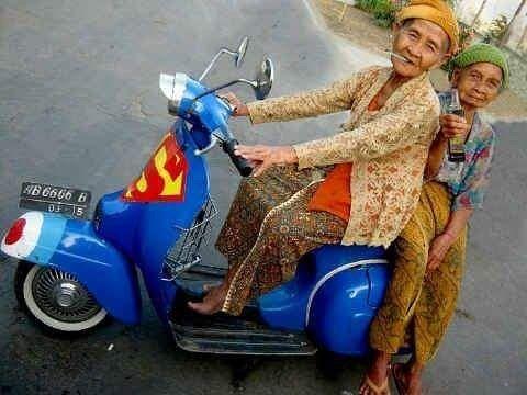 MILFS on Classic Piaggio Vespa Indonesia #Piaggio #Vespa #motorcycle @OtoJourney