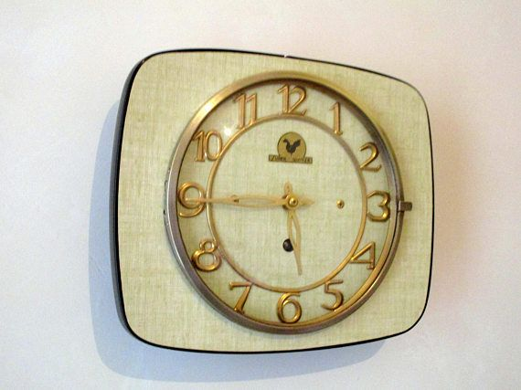 French 1950-60s Atomic Age SUPER QUINZE - Pale Olive Green Wall Clock - Freeform Shape - Good Working Condition