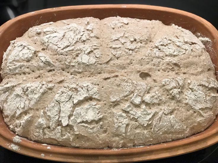 Bei diesem Brot habe ich mich an einem Rezept aus der Rezeptwelt orientiert. Allerdings habe ich bei den Zutaten, der Teigmenge und der Zubereitung etwas variiert. Rezept auf Rezeptwelt.de Zutaten …