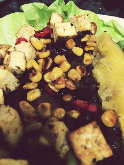 Tasty veggie wrap with chicken or tofu #delicious #eatforabs #healthyfoodideas #healthylifestyle #foodisfuel #cleaneats #absaremadeinthekitchen #healthyinspiration #strongnotskinny #eathealthy #fitness #healthysnack #healthyfoodshare #instafit #motivation #weightloss #fitnessgirls #gezondeten #lekkereten