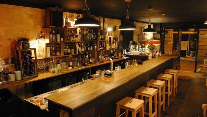 l'alchimiste bar-restaurant bordeaux Si vous aimez les cocktails détonants et la cuisine italienne, L'Alchimiste est fait pour vous. Ce nouveau bar-restaurant bordelais s'est lancé le pari de mêler art culinaire et mixologie, de quoi ravir les papilles mais aussi les pupilles !