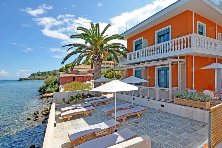 Description: Luxe B&B Alas Beach Hotel is een vakantieplek bij uitstek. Direct aan zee gelegen ruime suites en heerlijk kleinschalig met maar 7 kamers.  Zeldzaam op Zakynthos een sfeervolle B&B direct aan zee Een zeldzaamheid op Zakynthos dat kun je het Alas Beach Hotel zeker noemen. In de eerste plaats komt dat beslist door de locatie van deze sfeervolle B&B. Je kunt er immers uit je bed rollen de trap af gaan om rechtstreeks in het kristalheldere zeewater te duiken. Maar ook door het mooie…