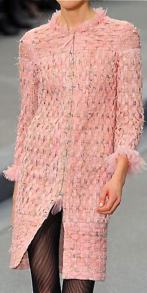 perfection. NOTHING SAYS CLASS THE WAY A CHANEL COAT CAN.