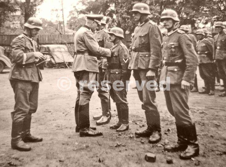 Wehrmacht-Feldgendarmerie-Officer-decorating-4-of-his-men-after-anti-partisan-actions_nazi-soldier.jpg (1280×950)