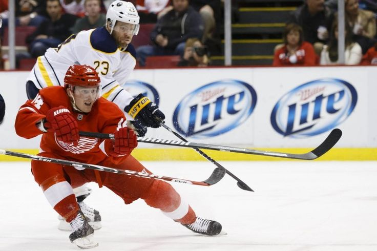 Detroit Red Wings Extend Gustav Nyquist - http://thehockeywriters.com/detroit-red-wings-extend-gustav-nyquist/