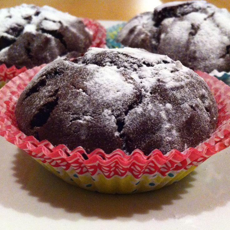 #Chocoladecakejes met Teffmeel. Meestal gebruik ik in mijn recepten meelsoorten als rijstemeel, tapiocameel of maïsmeel. Deze meelsoorten zijn makkelijk verkrijgbaar en goedkoop. Ik wilde echter ook eens iets proberen met een ander soort meel en vond bij de natuurwinkel #teffmeel.  #Teff is een graan dat oorspronkelijk uit Ethiopie komt en het schijnt erg gezond te zijn. Ik heb teffmeel nu gebruiktd.... www.glutenvrijlactosevrij.nl #glutenvrij #lactosevrij