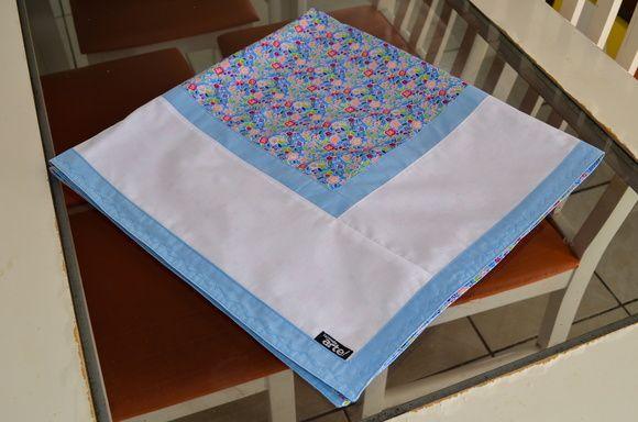 Pode ser usada para as suas refeições ou como sobre toalha dando um toque especial à sua mesa.