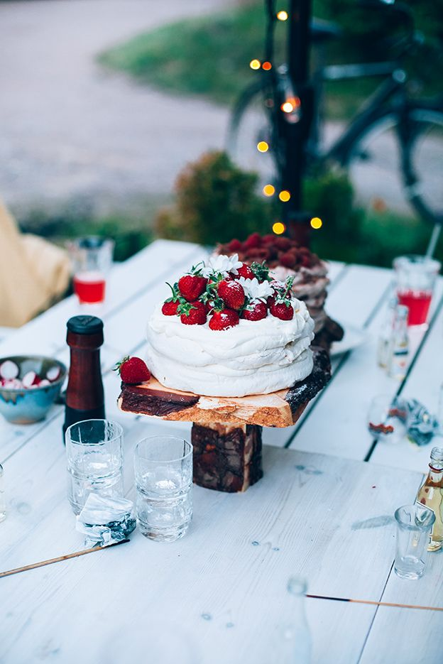"Pavlova, Eton mess and ""perfect"" meringues"