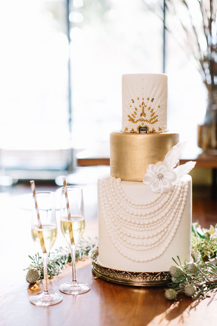 Old Hollywood Glam // cake: Elise Cakes // photo: Kristina Adams Photography// venue: Republique LA