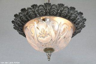Klassieke plafonniere 25211 bij Van der Lans Antiek. Bekijk al onze antieke lampen op www.lansantiek.com