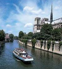 Um cruzeiro pelo Rio Sena com almoço na Torre Eiffel pode ser uma ótima forma de explorar a cidade! #Paris #cruzeiro #viagem