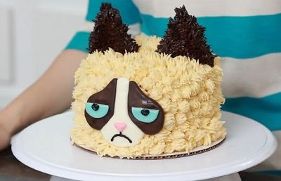 Want to learn how to decorate a cake to look like Grumpy Cat? Watch this video!