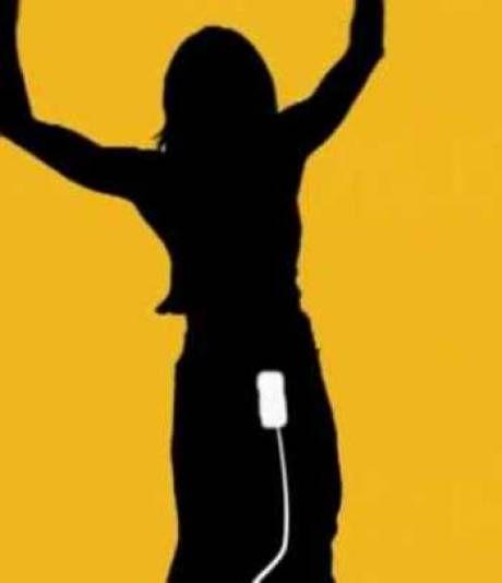 Parodie de la publicité iPod, avec un iPad à la place d'un tampon hygiénique