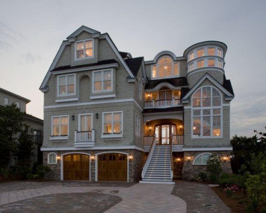 11 best castle style homes images on pinterest dream for Beach cottage exterior design