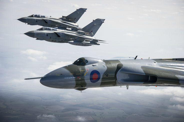 A pair of Tornado GR4s escort Vulcan XH558 on it's farewell tour 2015.[4246x2832]
