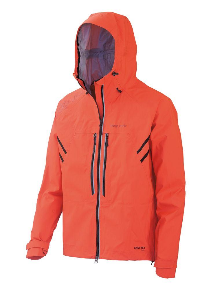 Waterproofness, lightness and breathability guaranteed by Gore-Tex Active Shell for the KUHAN jacket. // El Gore-Tex Active Shell de la chaqueta KUHAN garantiza impermeabilidad, ligereza y transpirabilidad.