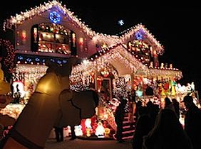 The Most Spectacular Holiday Light Displays in and Around NYC 2011 - Christmas Light Houses New York City, Bronx Christmas House, Dyker Heights | Mommy Poppins - Things to Do in NYC with Kids