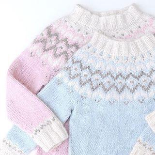 Favorittene ❄️ Lillebrors genser begynner dessverre å bli for liten.. #frostgenser #frostsweater #islandsgenser #islender #strikkegenser #jentestrikk #guttestrikk #strikktilbarn #barnestrikk #knitforkids #knitforyourkid #strikkedilla #strikkemamma #instaknit #knitstagram #børnestrik