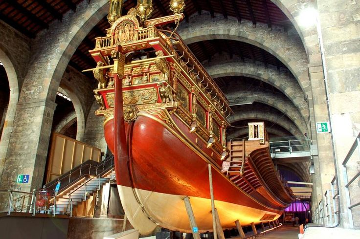 The Tour Of The Seas In Barcelona: Boat Trip, 360º Viewpoint And Wine Tasting with Tourboks.