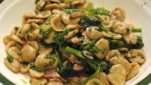 Orecchiette with broccoli rabe (orecchiette con cime di rapa)