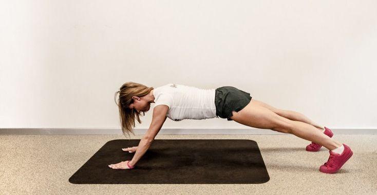 7 УПРАЖНЕНИЙ ДЛЯ БЫСТРОЙ ПОТЕРИ ВЕСА. ГОТОВЬСЯ ПРИНИМАТЬ КОМПЛИМЕНТЫ! Чтобы быть в форме, не обязательно идти заниматься спортом в тренажерный зал. Можно устроить прекрасный домашний спортзал, было бы желание! Эти упражнения идеально подходят для простой тренировки тела…
