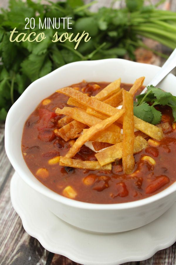 Super Easy and Delicious Taco Soup - made in 20 minutes! { lilluna.com }