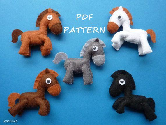 Patrón de costura PDF para hacer los caballos pequeños de fieltro.