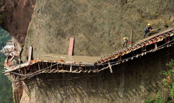 """Are you impressed by manmade structures built at heights like the Grand Canyon Skywalk? Thousands of years ago, the ancient Chinese had already inventedthe earliest """"skywalk"""" along cliffs, not for sight-seeing, but for transportation. It is known as a gallery…"""