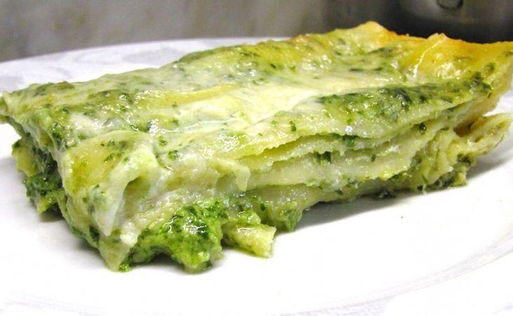 Un altro classico della tradizione genovese #Genova #Liguria, qui coronato dalla pasta fresca per eccellenza: le #lasagne! Lasagne al #pesto