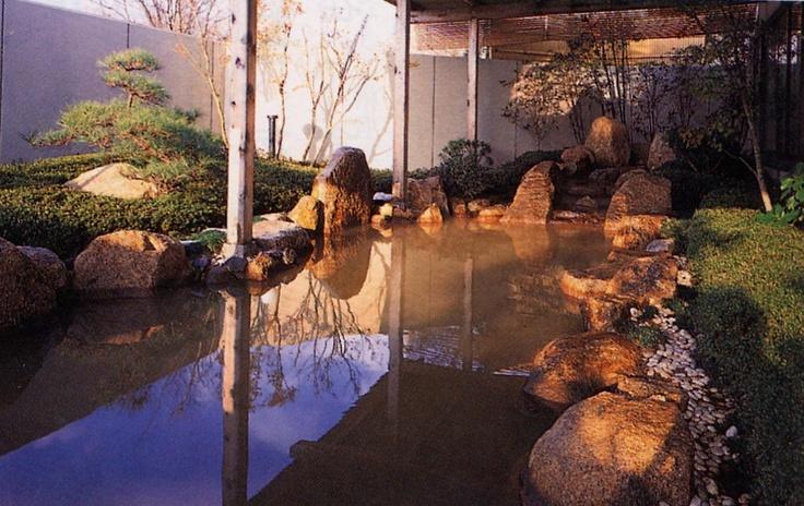 露天風呂(宮津の湯らゆら温泉・男性)は塩化物泉。疲労回復などに効果があります。