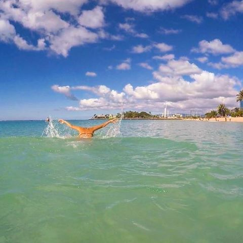 【__sh10r1__】さんのInstagramをピンしています。 《💙🌴💙🌴AL🌺HA FRYDAY 🌴💙🌴💙 * * Pau hana 🍻🍻🍻 #hawaii #hawaiilife #beach #beachlife #sky #ocean #sea #nature #photo #gopro #goproのある生活 #beautiful #photogenic #instahi #instahawaii #photography #photographer #ハワイ #ハワイ移住 #海外生活 #海外移住 #国際結婚 #自然 #海 #空 #butterfly #swim #pauhana》
