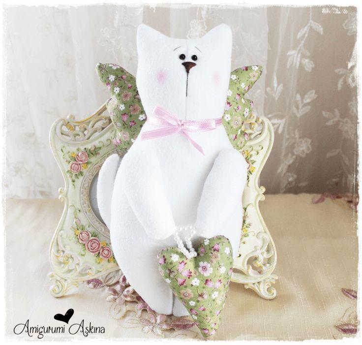 Amigurumi Aşkına: Kanatlı Tombiş Kedicik