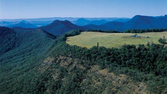 Spicers Peak Lodge est l'un des plus beaux hôtels du monde. Situé dans les montagnes du Queensland, a quelques heures de Brisbane en Australie, Spicers Peak Lodge vous accueille dans un monde de nature et de beauté à l'état brut.