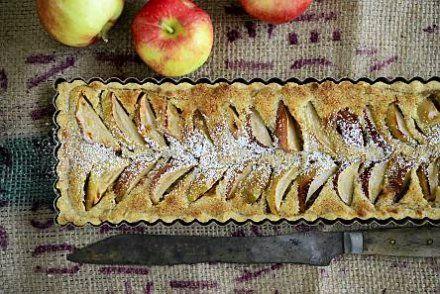 Almond apple pie (Finnish)