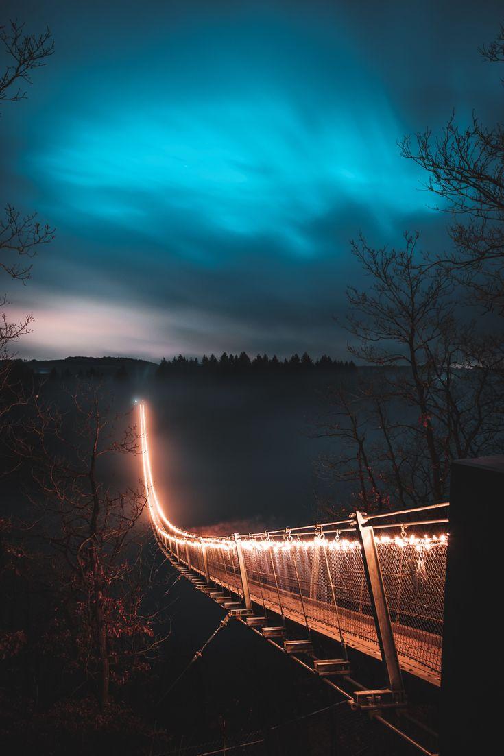 Die Hängeseilbrücke Geierlay im Hunsrück ist mi…
