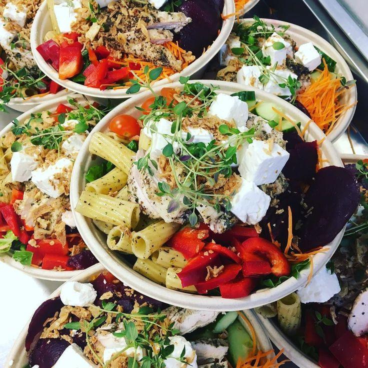 Rödbeta fetaost pasta och gårdskyckling. #välkomna #bakery #göteborg #torslanda #lunch #takeaway