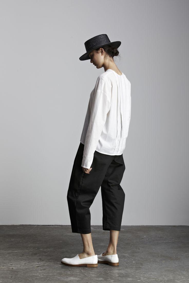 #白黒 #ストローハット #クロップド #パンツ #フラットシューズ