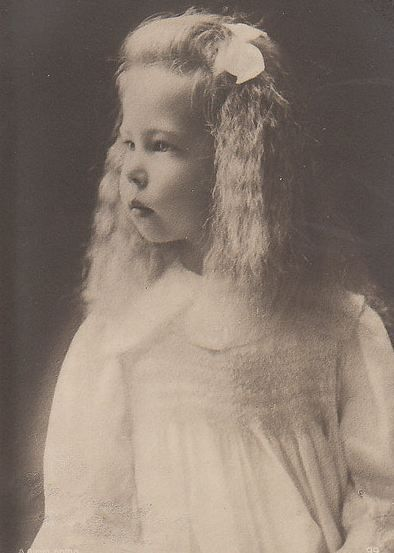 Alexandra Beatrice Leopoldine (1901-1963) was the third child of Sandra and Ernst. She never married and had no children.