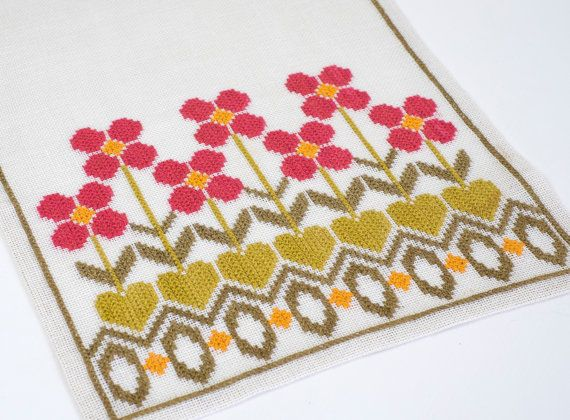 Vintage Mid Century suédois Cross Stitch Table Runner fleur rose Table Topper linge rétro Art Textil Design scandinave fleurs vert
