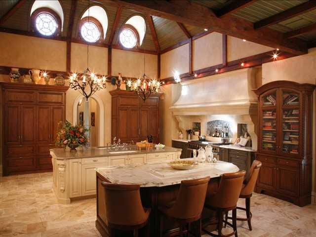 Nice large kitchen!
